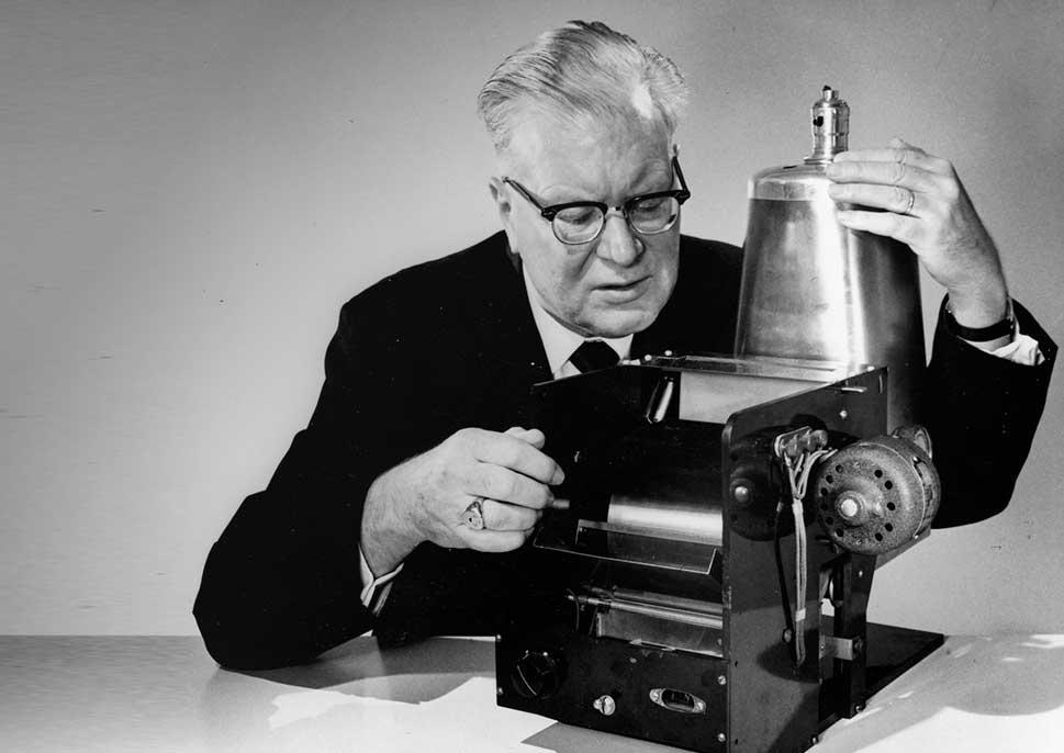 Chester Carlson cha đẻ của máy photocopy