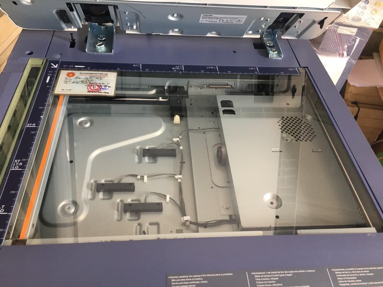 Photo mặt gương trên máy photocopy Toshiba